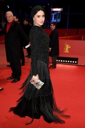 تصاویر: لیلا حاتمی، پریناز ایزدیار و... روی فرش قرمز جشنواره برلین/ آنها هم لباس سیاه پوشیدهاند+ تحلیل سرویس مد