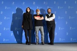 «باید چند روز صبر کنیم بعد...»/ «این فیلم ها الان از ما گدایی فحش می کنند اما...»/ یادداشت نویسنده اصولگرا پس از ماجرای موضع گیری «سیاسی» لیلا حاتمی در جشنواره برلین+ مثال اش از یک حرکت هماهنگ ...